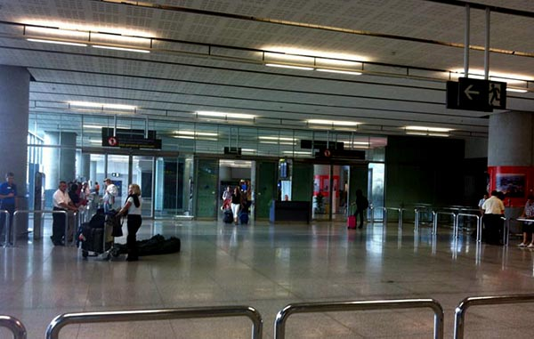 malaga-airport-arrivals-lounge